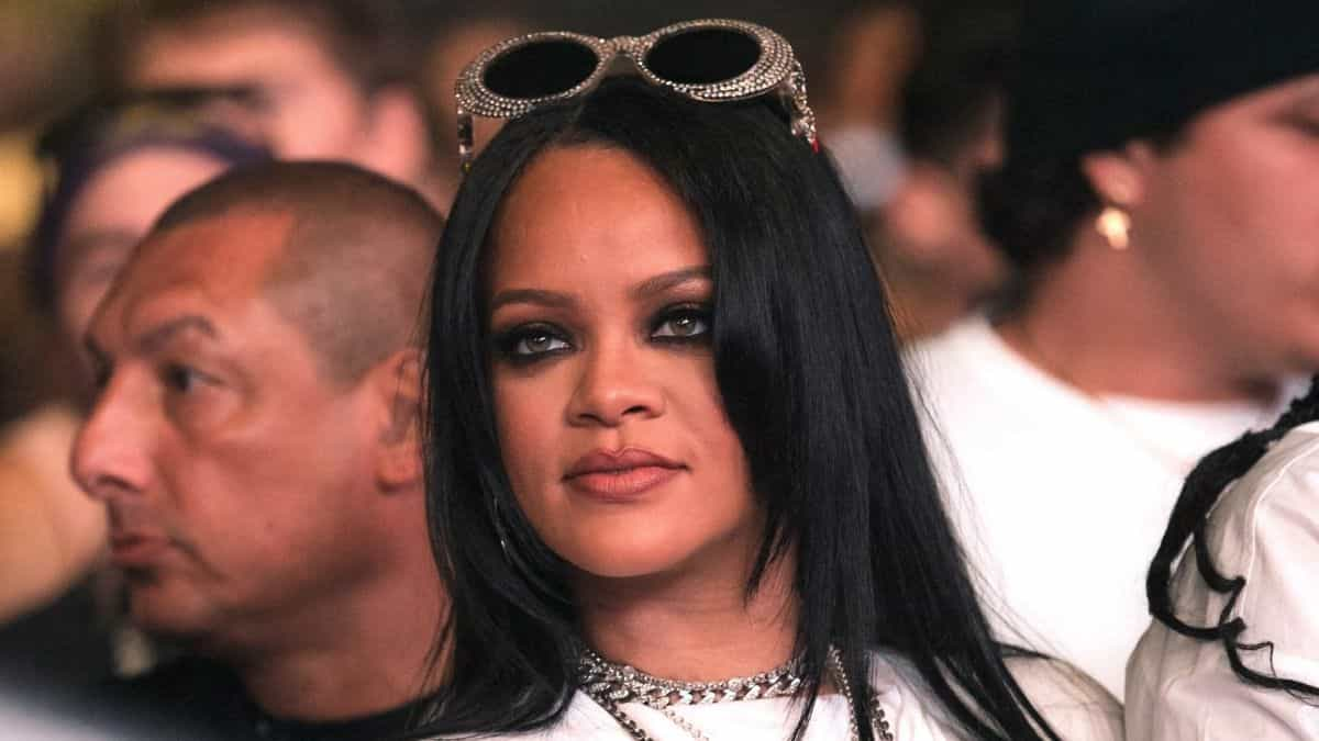 Rihanna: James Corden devient son assistant personnel pour son défilé !