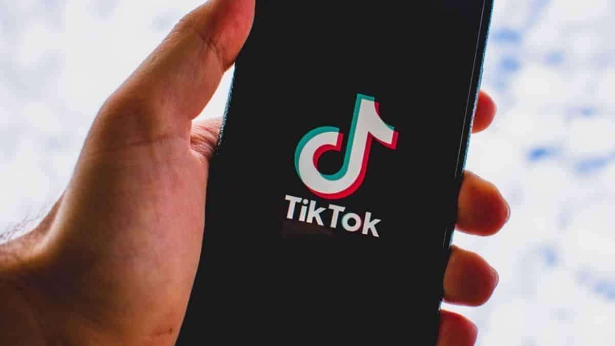 TikTok: une étude pointe les fake news qui circulent sur la Covid-19 !