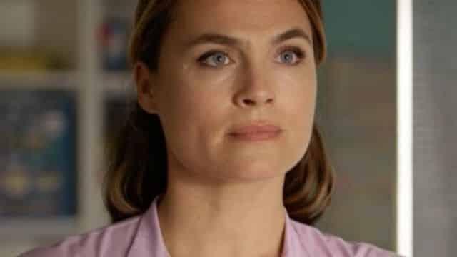 Un si grand soleil: un article accuse Claire de piller ses patients !