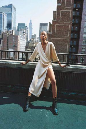 Zara transforme une chemise de nuit en robe ultra stylée et élégante !