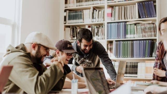 Étudiant: des salariés aident les jeunes en galère sur Dema1n.org !
