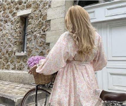 H&M: cette sublime robe aux couleurs épurées prolonge encore l'été !