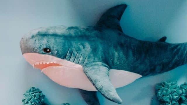 IKEA annonce l'arrêt de sa peluche requin bleu pour avril 2022 !