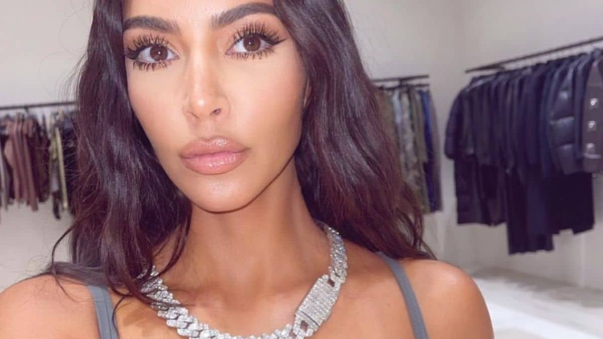 Kim Kardashian lance un nouvel ensemble comfy parfait pour l'automne !