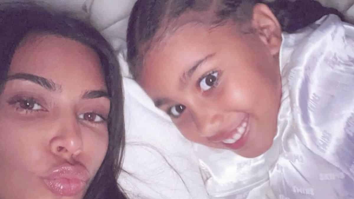 Kim Kardashian sa fille North West adore critiquer sa grande maison !