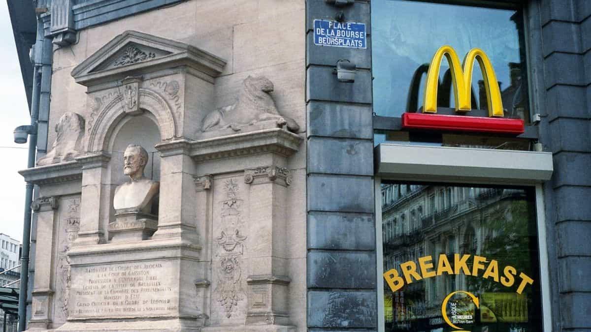 McDonald's sert un petit-déjeuner gratuit à tous les enseignants !