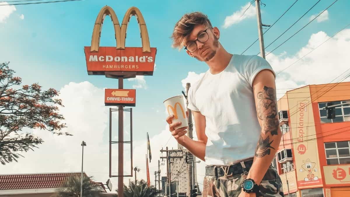 McDonald's surfe sur la panne mondiale de Facebook et c'est hilarant !