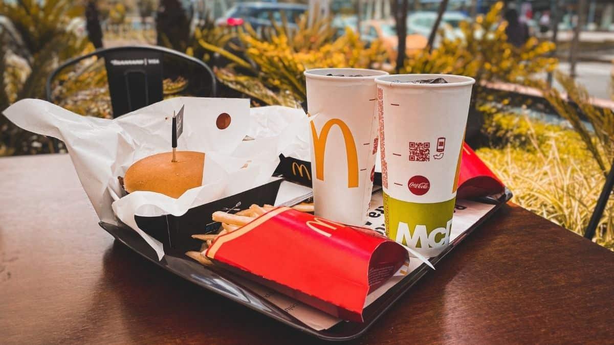 McDonald's: une femme révèle sa grossesse à son chéri dans une glace !