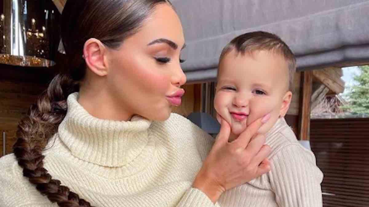 Nabilla fait une adorable déclaration d'amour à Milann pour ses 2 ans !