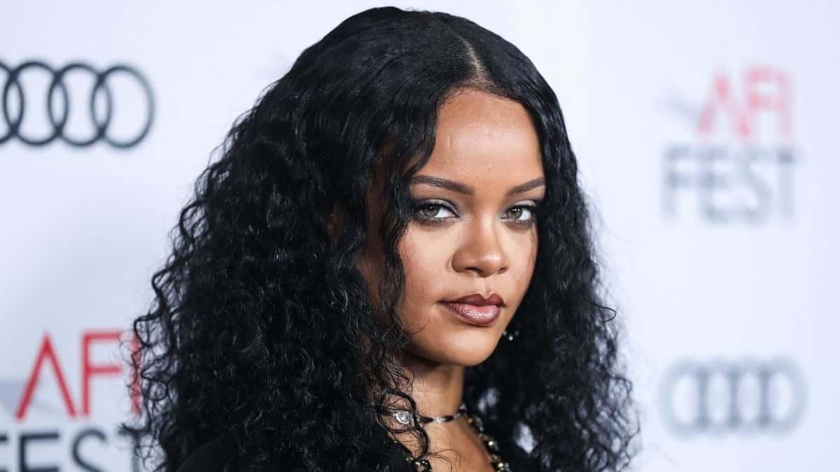 Rihanna va ouvrir des boutiques physiques «Savage x Fenty» en 2022 !